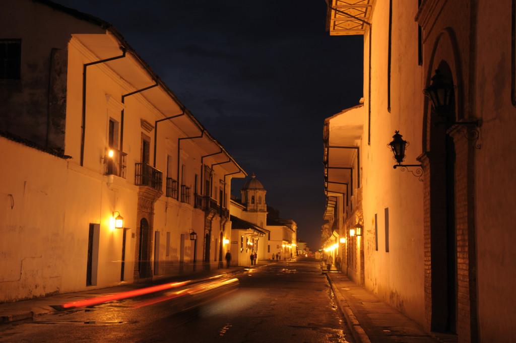 Die beleuchteten Gassen von Popayán Die beleuchteten Gassen von Popayán, durch die zu Ostern die Prozessionen ziehen